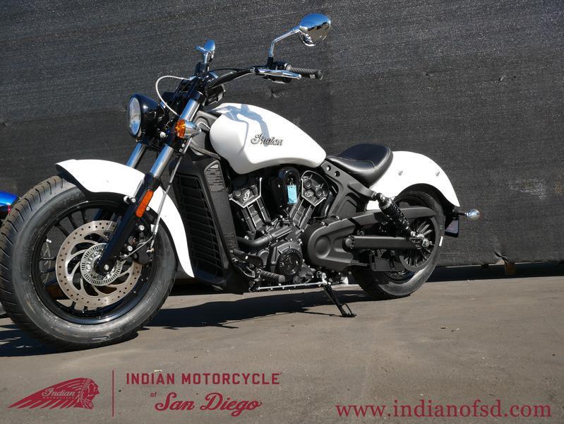 218-indianmotorcycle-scoutsixtyabswhitesmoke-2019-6232459