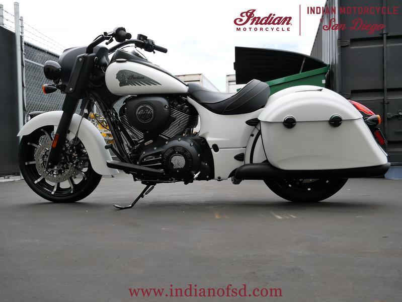 310-indianmotorcycle-springfielddarkhorsewhitesmoke-2019-6508668