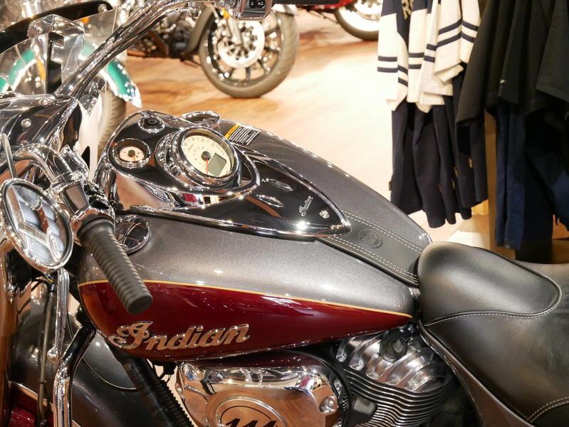 14-indianmotorcycle-springfieldabssteelgrayoverburgundymetallic-2018-5669898