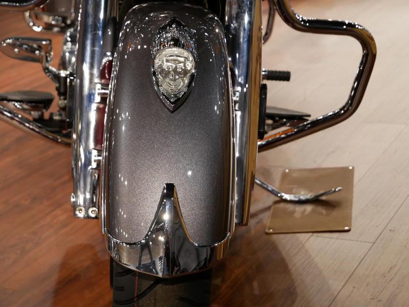 18-indianmotorcycle-springfieldabssteelgrayoverburgundymetallic-2018-5669898