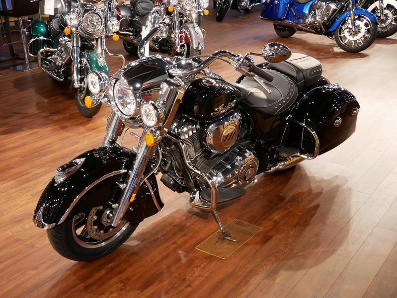 38-indianmotorcycle-springfieldabsthunderblack-2018-5748854