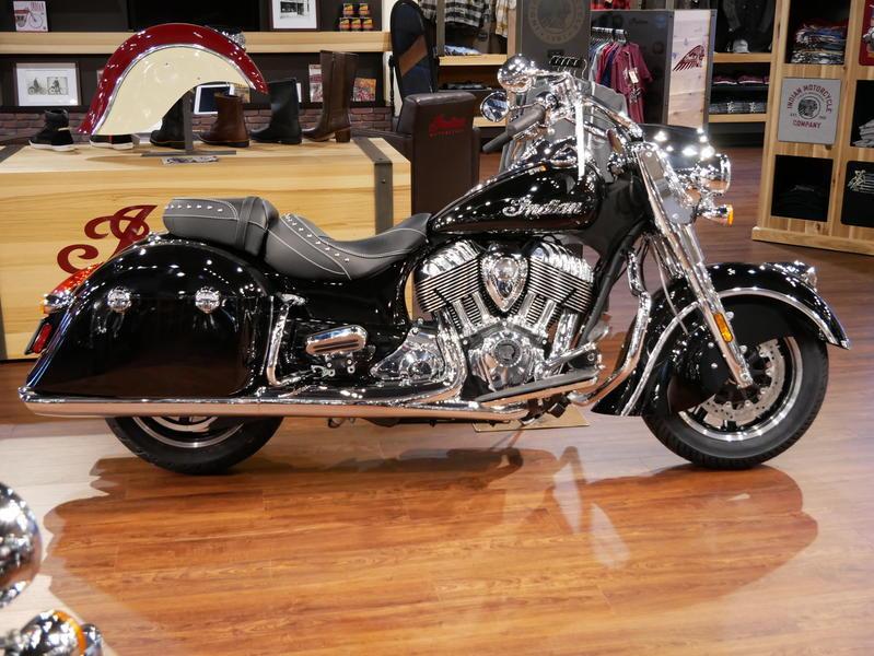 39-indianmotorcycle-springfieldabsthunderblack-2018-5748854