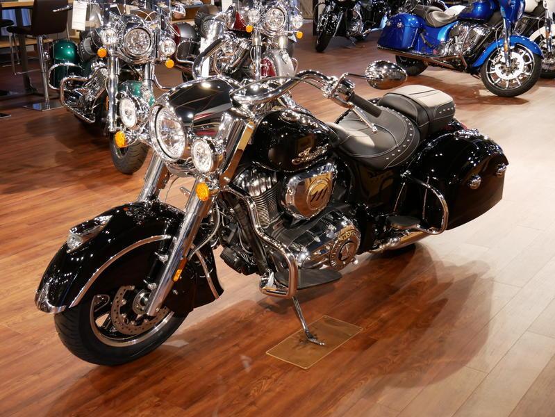 40-indianmotorcycle-springfieldabsthunderblack-2018-5748854