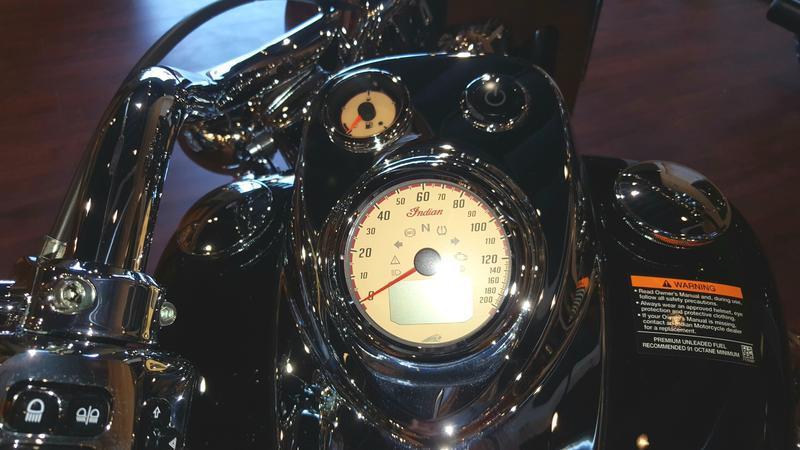 41-indianmotorcycle-springfieldabsthunderblack-2018-5748854