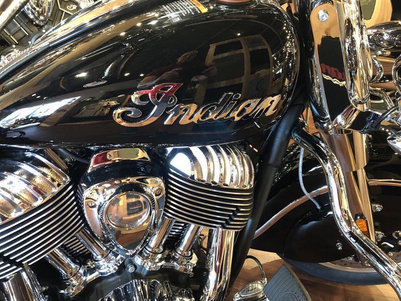 44-indianmotorcycle-springfieldabsthunderblack-2018-5748854