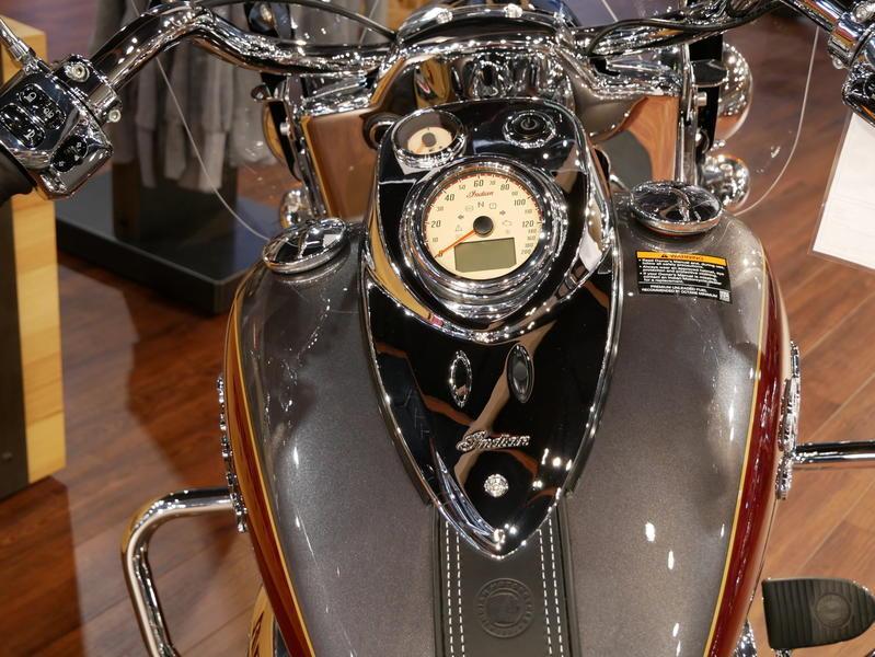 5-indianmotorcycle-springfieldabssteelgrayoverburgundymetallic-2018-5669898
