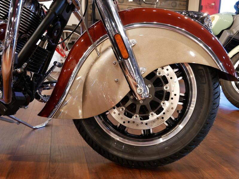593-indianmotorcycle-chieftainclassiciconseriesburnishedmetallic-sandstonemetallic-2019-7057175