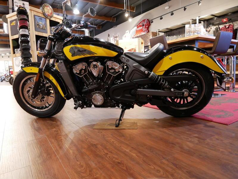 616-indianmotorcycle-scouticonseriesthunderblack-indianmotorcycleyellow-2019-7073870