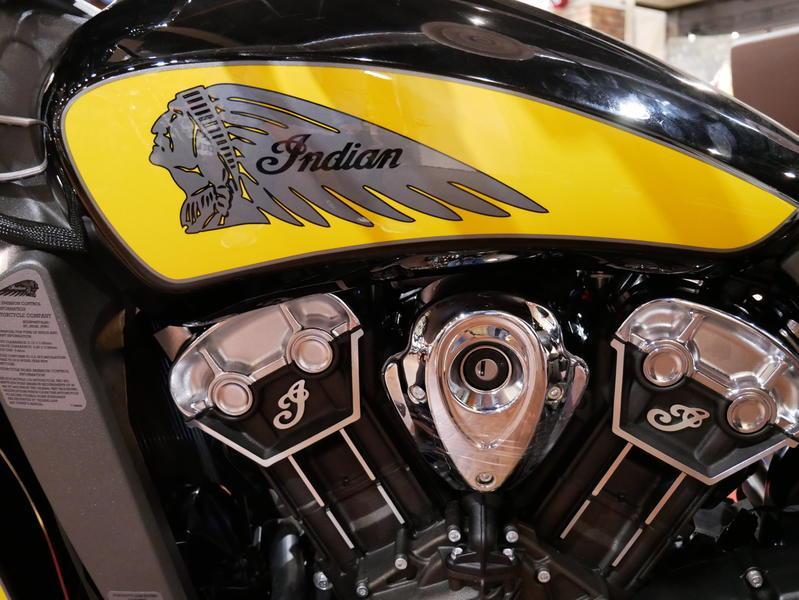 618-indianmotorcycle-scouticonseriesthunderblack-indianmotorcycleyellow-2019-7073870