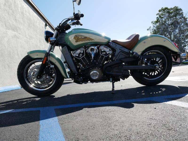 636-indianmotorcycle-scoutabswillowgreen-ivorycream-2019-7109450