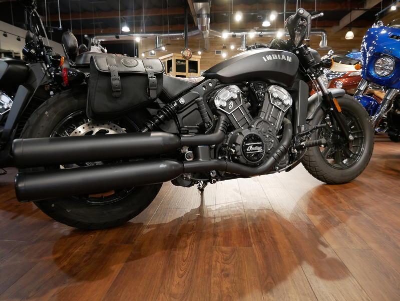 669-indianmotorcycle-scoutbobberabsthunderblacksmoke-2018-7109453