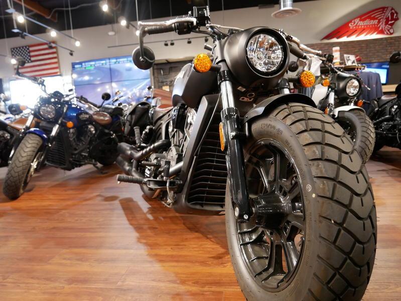 672-indianmotorcycle-scoutbobberabsthunderblacksmoke-2018-7109453