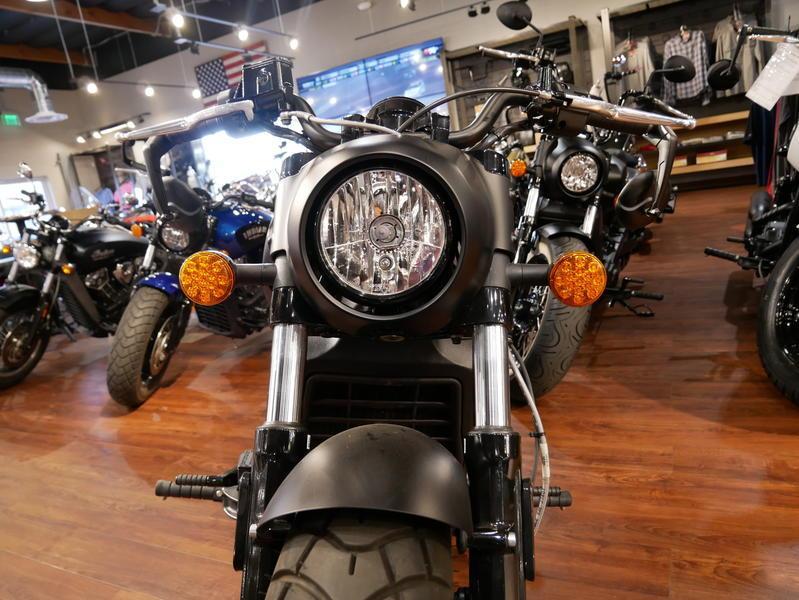 676-indianmotorcycle-scoutbobberabsthunderblacksmoke-2018-7109453